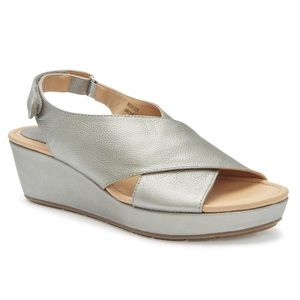 NEW Me Too Arena Wedge Sandal Size 7.5M